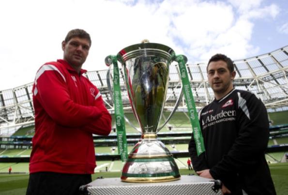 ПРВИ ПОЛУФИНАЛИСТИ: капитен Алстера Јохан Мулер и Единбурга Грег Леидлоу с тофејем на стадиону Ленсдаун роуд.
