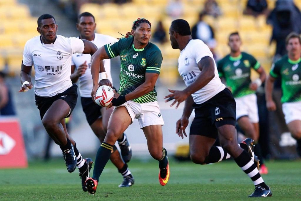 ДОМИНИРАЛИ: репрезентативац Јуже Африке Џастин Гедулд у продору против Фиџија. ФОТО: Мајкл Ли