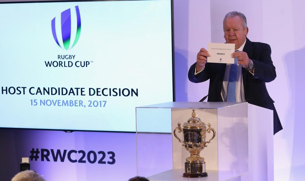 ТРЕНУТАК ОДЛУКЕ: Председник Светског рагбија Бил Беумонт проглашава домаћина Мондијала 2023. ФОТО: World Rugby via Getty Images