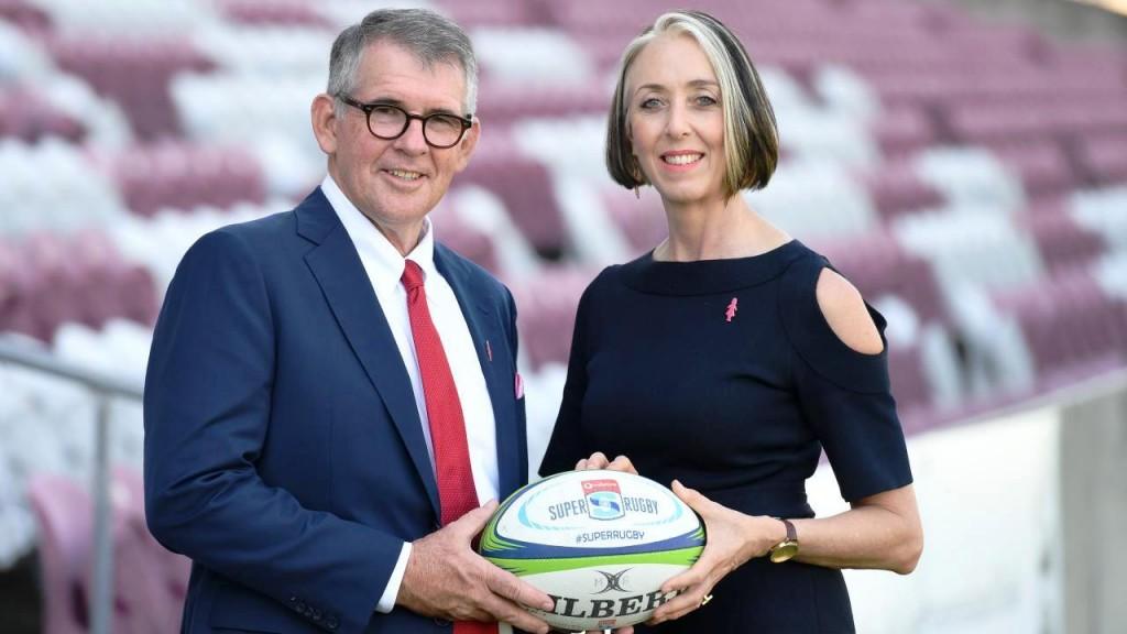 БОРИ СЕ: сада већ бивши директор Редса Чирад Бејкер и Мишел Фаркухар представник Удружења за борбу против рака дојки Аустралије